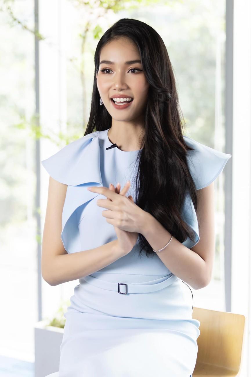 Á hậu Phương Anh mặc áo crop-top khoe vòng eo 'con kiến' - Ảnh 7