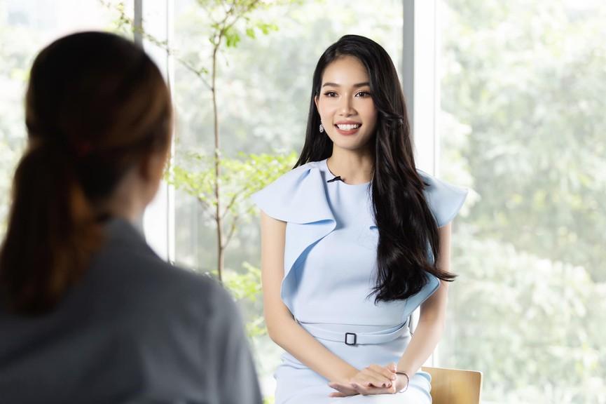 Á hậu Phương Anh mặc áo crop-top khoe vòng eo 'con kiến' - Ảnh 8