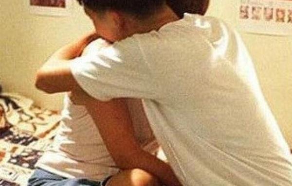 Dùng 'đồ chơi' khi quan hệ với bạn trai lần đầu, cô gái rơi vào tình huống nhạy cảm - Ảnh 1