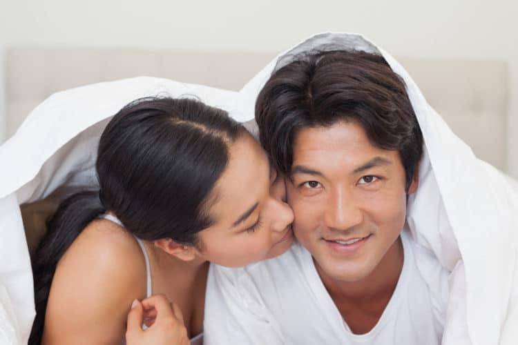 Muốn 'cuộc yêu bùng cháy' với chồng, phụ nữ lưu ý 5 tuyệt chiêu 'cực độc' khiến chàng chỉ muốn nghiện bạn cả đời - Ảnh 1