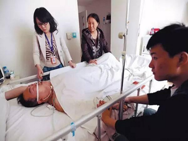 Người đàn ông 46 tuổi bị nhồi máu não, tử vong ngay trong đêm vì có thói quen này trước khi ngủ - Ảnh 1
