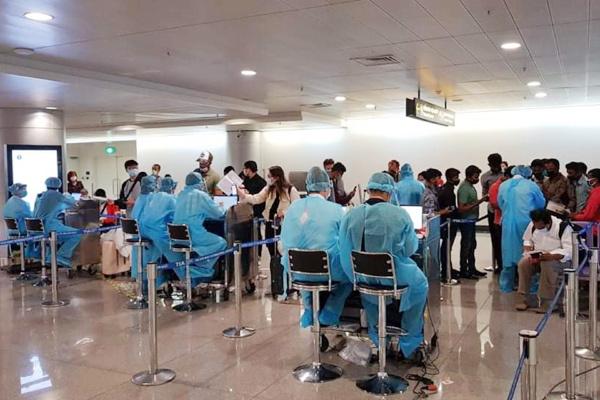 Lịch trình ở Việt Nam của chuyên gia phát hiện mắc Covid-19 ở Nhật - Ảnh 1