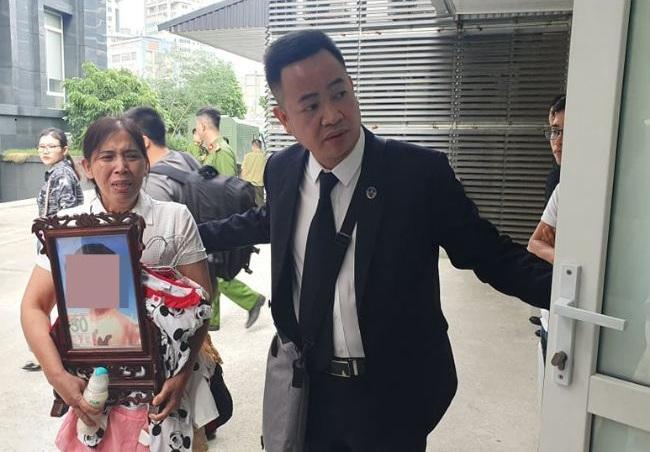 Luật sư bào chữa cho mẹ đẻ bé 3 tuổi bị bạo hành không đến tòa - Ảnh 2