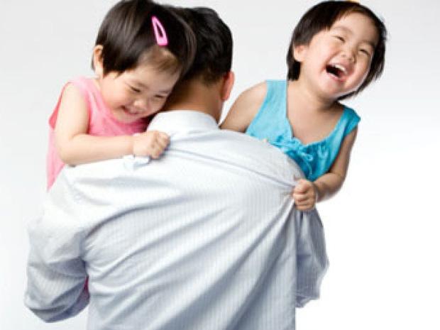 Gia đình sinh 2 con một bề sẽ được miễn/giảm học phí, hỗ trợ mua bảo hiểm y tế học sinh - Ảnh 1