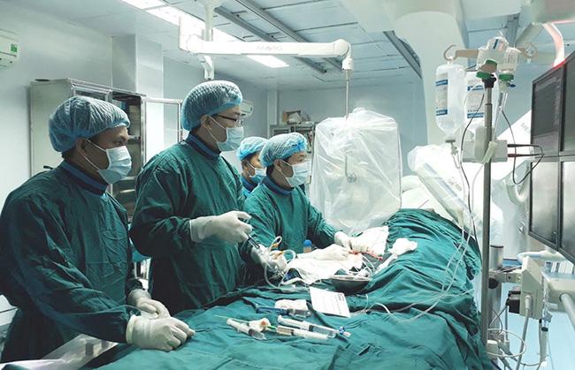 Một phụ nữ tử vong sau khi tiêm filler nâng ngực - Ảnh 1