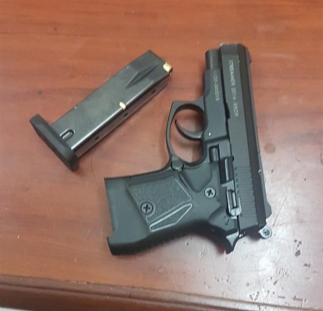 Hai anh em ruột dùng súng bắn đạn cao su đi cướp ngân hàng - Ảnh 2