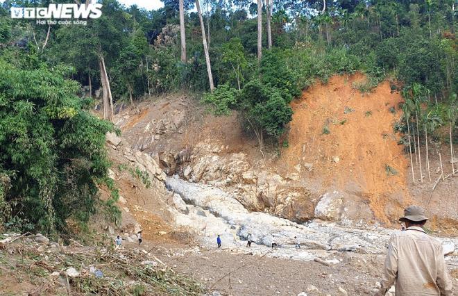 Toàn cảnh vụ sạt lở kinh hoàng khiến 22 người chết và mất tích ở Quảng Nam - Ảnh 1
