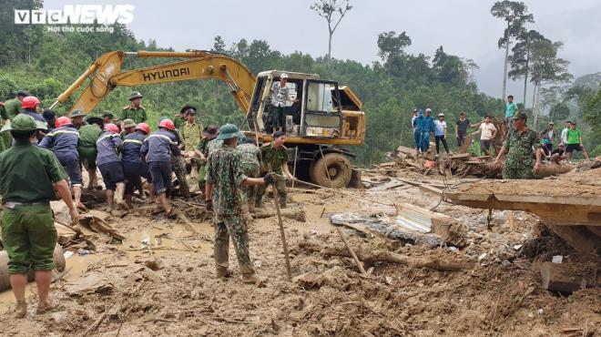 Toàn cảnh vụ sạt lở kinh hoàng khiến 22 người chết và mất tích ở Quảng Nam - Ảnh 10