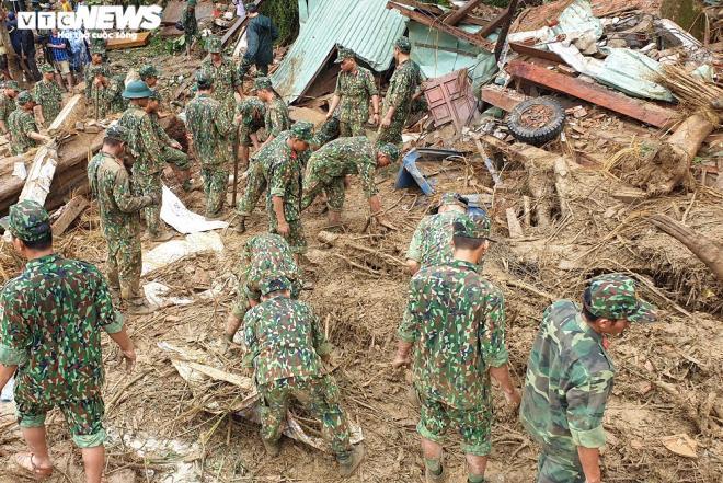 Toàn cảnh vụ sạt lở kinh hoàng khiến 22 người chết và mất tích ở Quảng Nam - Ảnh 11