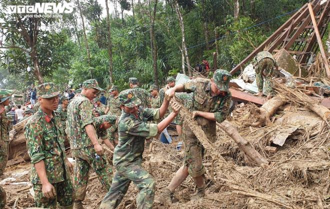 Toàn cảnh vụ sạt lở kinh hoàng khiến 22 người chết và mất tích ở Quảng Nam - Ảnh 15
