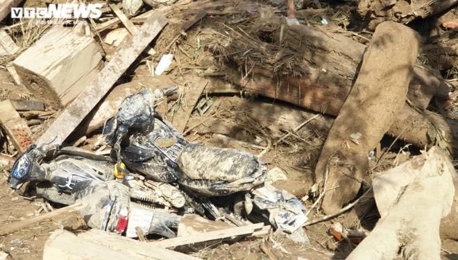Toàn cảnh vụ sạt lở kinh hoàng khiến 22 người chết và mất tích ở Quảng Nam - Ảnh 6