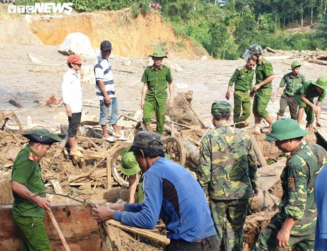 Toàn cảnh vụ sạt lở kinh hoàng khiến 22 người chết và mất tích ở Quảng Nam - Ảnh 8