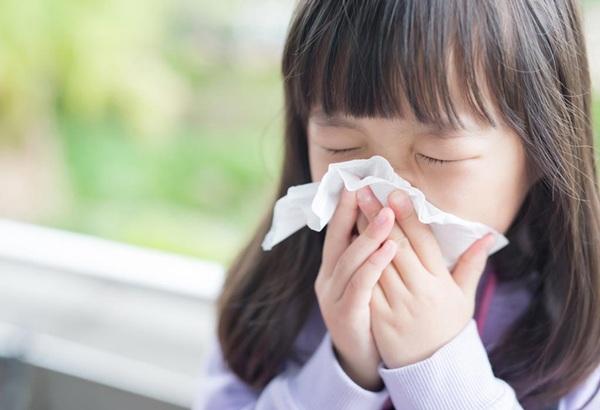 Trẻ bị viêm màng não do vi-rút đường ruột có thể tự hồi phục - Ảnh 1
