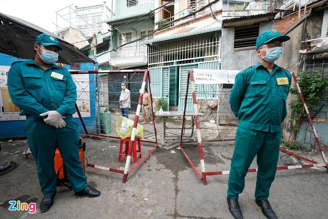 Một khu dân cư tại quận Gò Vấp bị phong tỏa - Ảnh 1