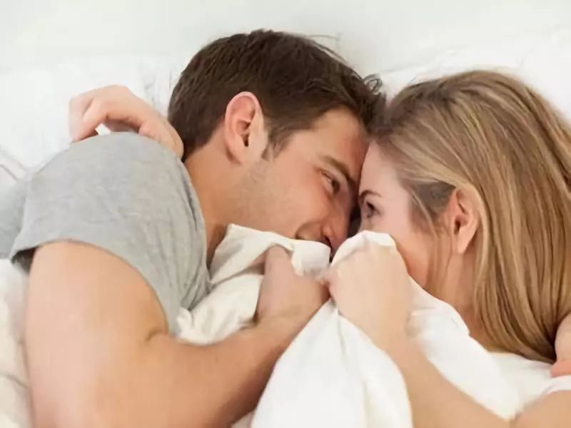 Để 'mùa đông không lạnh', vợ chồng không nên phạm phải 4 sai lần này khi 'yêu', coi chừng đột tử - Ảnh 1