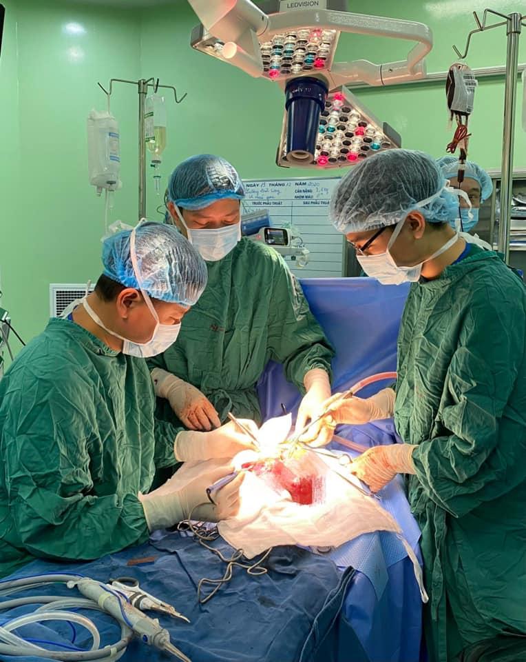 Bé 14 ngày tuổi bụng chướng to bất thường, bác sĩ phát hiện khối u lớn trong gan, để biến chứng sẽ nguy hiểm - Ảnh 1