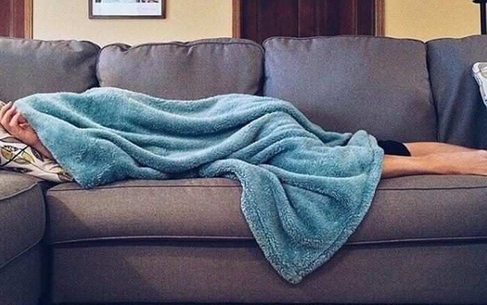 6 thói quen khi ngủ tưởng vô hại nhưng làm giảm tuổi thọ khiến bạn chưa già đã sinh bệnh - Ảnh 2