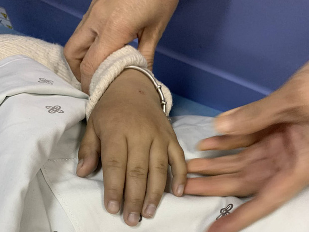 Bé 5 tuổi bị ngộ độc do ăn kim chi nhà làm, bác sĩ cảnh báo những thực phẩm không nên cho trẻ ăn - Ảnh 1