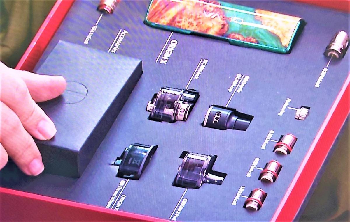 Triệt xóa 3 cơ sở bán thuốc lá điện tử cho học sinh, thu 3.500 sản phẩm - Ảnh 2