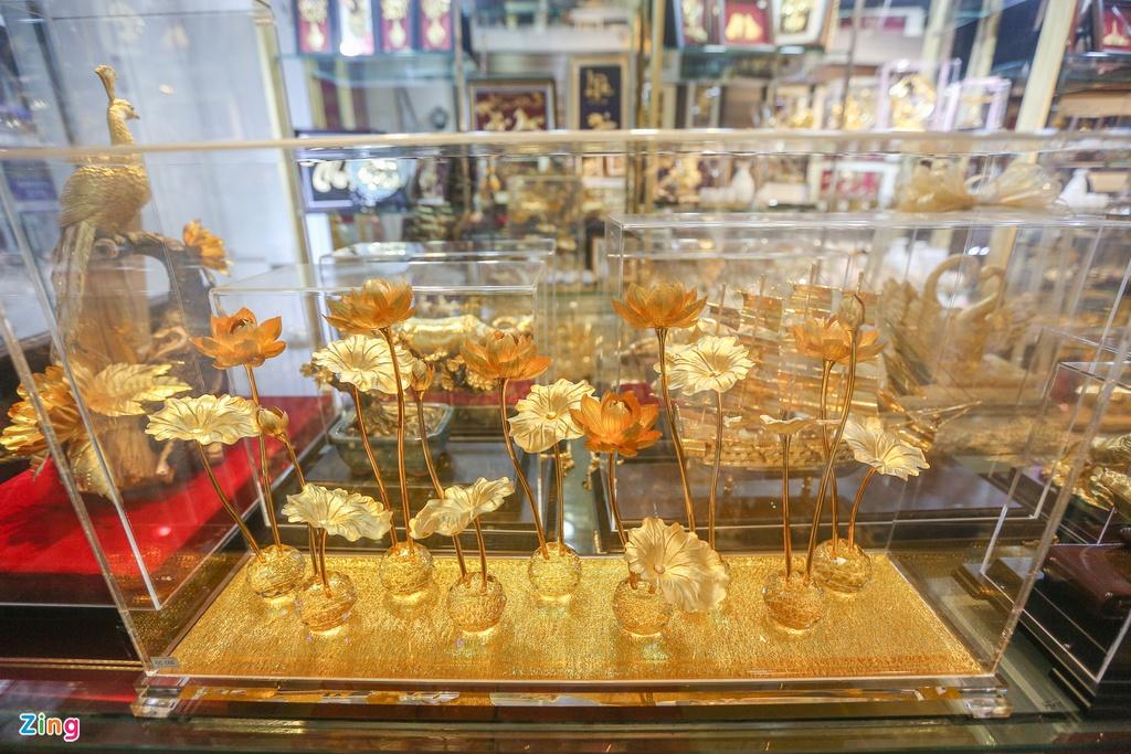 Hoa mạ vàng tiền triệu ngập tràn thị trường quà tặng ngày 8/3 - Ảnh 6