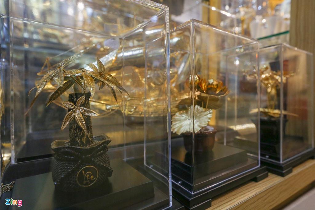Hoa mạ vàng tiền triệu ngập tràn thị trường quà tặng ngày 8/3 - Ảnh 7