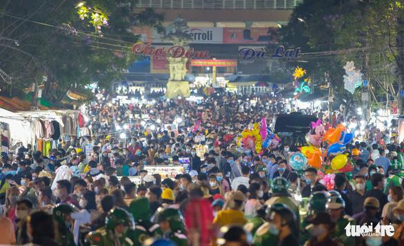 Bệnh nhân 3141 có 179 ca F1 ở Lâm Đồng, đi nhiều khu du lịch, chợ đêm Đà Lạt - Ảnh 1