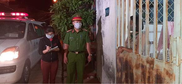 Buôn Ma Thuột phong tỏa 1 con hẻm, xét nghiệm nhanh cho 40 hộ gia đình - Ảnh 2