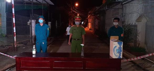 Buôn Ma Thuột phong tỏa 1 con hẻm, xét nghiệm nhanh cho 40 hộ gia đình - Ảnh 3