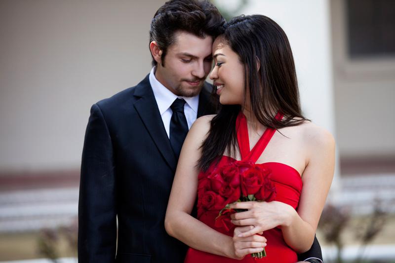 Bên ngoài phòng ngủ, người đàn ông vì bạn gạt sĩ diện làm những việc anh ấy 'dị ứng' thì chứng tỏ chàng cuồng và yêu vợ vô cùng - Ảnh 1