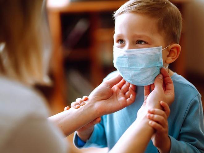 Cách bảo vệ trẻ khi gia đình có F0 điều trị tại nhà - Ảnh 1