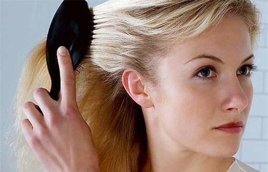 Muốn tóc mọc nhanh đừng quên chải đầu trước khi đi ngủ