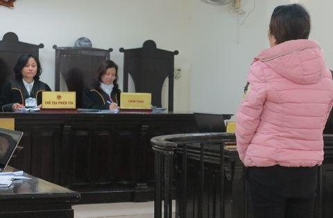 Bắt quả tang người phụ nữ 54 tuổi đang bán dâm cho trai trẻ với giá 1 triệu đồng - Ảnh 1