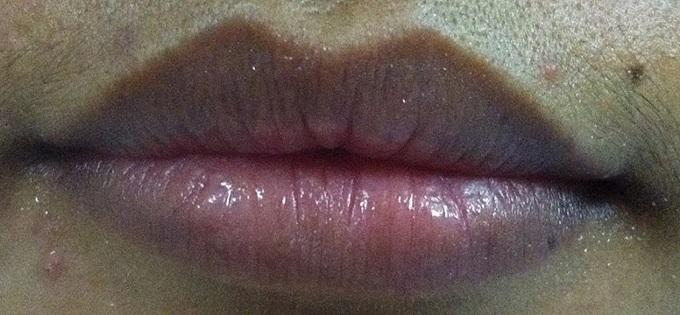 Thoa kem đánh răng lên môi 5 phút, từ thâm đen xì xì thành hồng hào căng mọng khiến ai cũng giật mình - Ảnh 1