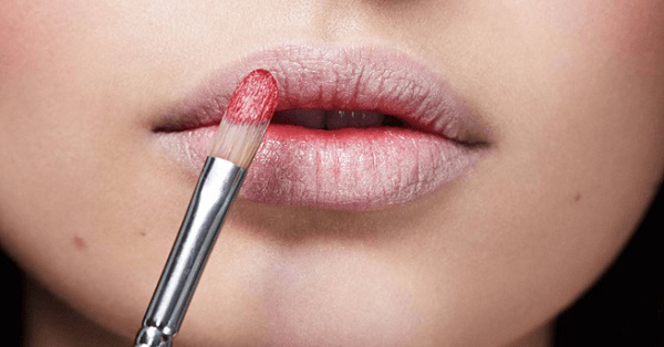 99% phụ nữ đang mắc phải 5 lỗi dùng son khiến đôi môi ngày càng nứt nẻ, bong tróc này - Ảnh 1
