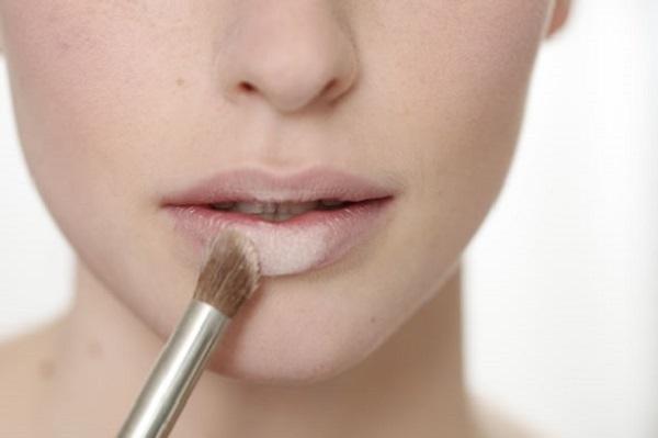 99% phụ nữ đang mắc phải 5 lỗi dùng son khiến đôi môi ngày càng nứt nẻ, bong tróc này - Ảnh 3