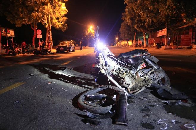 Môtô phân khối lớn tông xe máy nát bét, 2 thanh niên nguy kịch - Ảnh 2