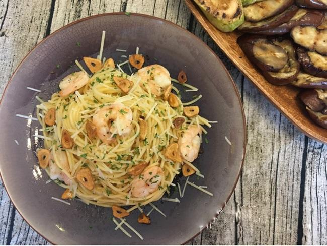 Đổi món cho bữa tối cuối tuần với spaghetti xào tôm ngon lạ - Ảnh 5