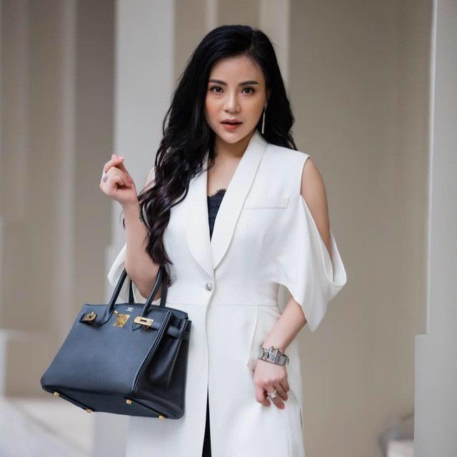 Gia thế khủng và những điều chưa biết về bà chủ lô mỹ phẩm 11 tỷ bị nghi hàng giả thuộc tập đoàn kinh doanh online lớn nhất Việt Nam - Ảnh 1