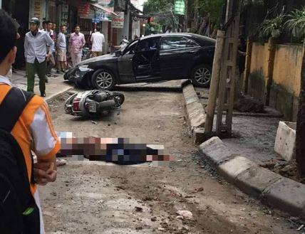 Lùi xe sang, nữ tài xế tông chết người phụ nữ đi xe máy ở Hà Nội - Ảnh 1