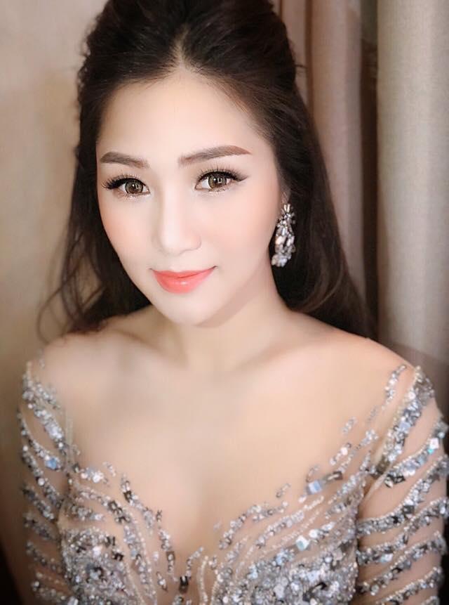 Hương Tràm xinh đẹp diện váy mỏng như sương khoe ngực đầy lấp ló - Ảnh 6