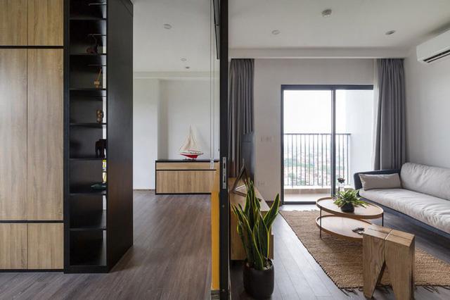 Không gian phòng khách và phòng đọc sách, phòng làm việc thông nhau nhưng vẫn đảm bảo nhu cầu riêng tư khi cần thiết.