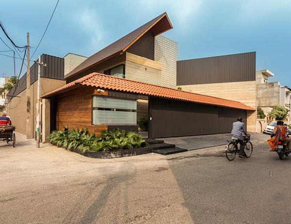 Căn biệt thự nhà vườn kiểu Ấn Độ gây choáng ngợp với nội thất xa hoa - Ảnh 1