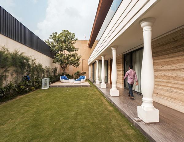 Căn biệt thự nhà vườn kiểu Ấn Độ gây choáng ngợp với nội thất xa hoa - Ảnh 2