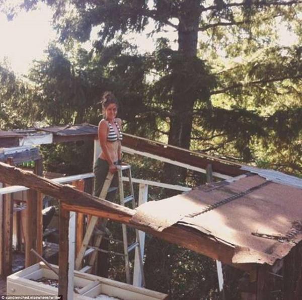 Căn nhà được hoàn thành sau 1 năm thi công do Steph và Taylor tự tay làm nên.