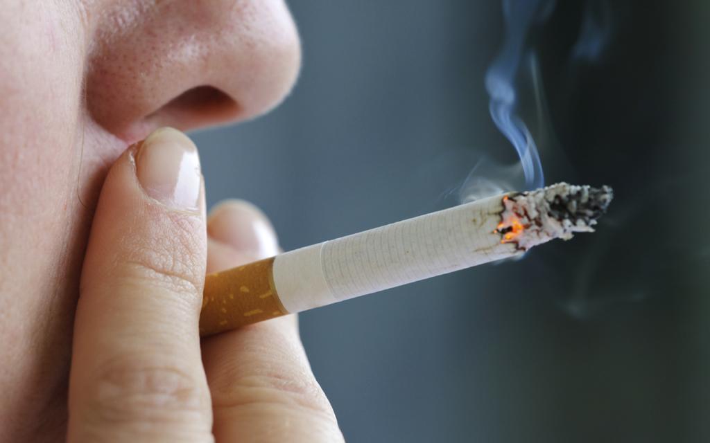 Hút thuốc lá là thói quen rất có hại cho sức khỏe, đặc biệt làm tổn hại nghiêm trọng đến hai lá phổi
