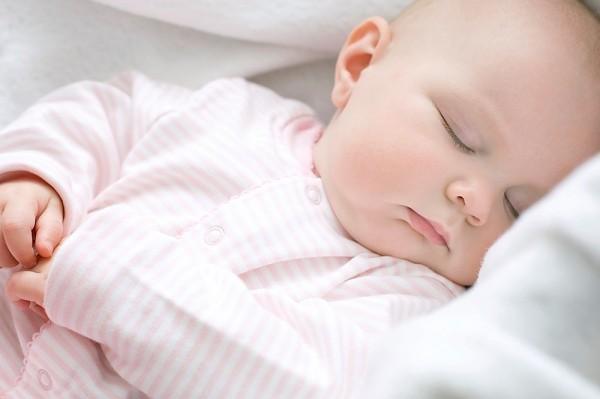 Những việc mẹ làm khi chăm sóc trẻ sơ sinh: Tưởng tốt mà không tốt - Ảnh 4
