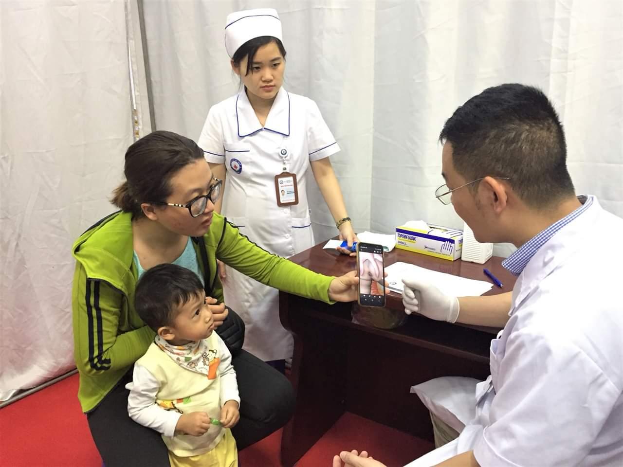Trẻ 2 tuổi đã mắc bệnh trĩ vì lười ăn rau xanh - Ảnh 1