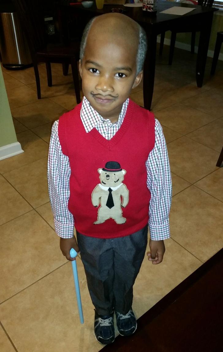 Đây là cách chồng tôi thay quần áo cho con để chuẩn bị đến trường