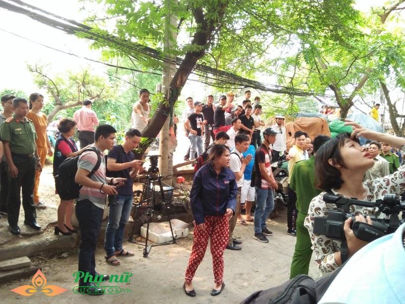 Cập nhật hiện trường vụ cháy nhà xưởng ở Hà Nội: Lạnh người nhìn thi thể co quắp được đưa ra - Ảnh 2