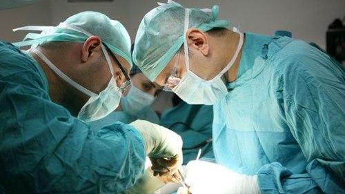 Ung thư vú ở phụ nữ: Khi nào thì phẫu thuật, xạ trị hay điều trị toàn thân? - Ảnh 2